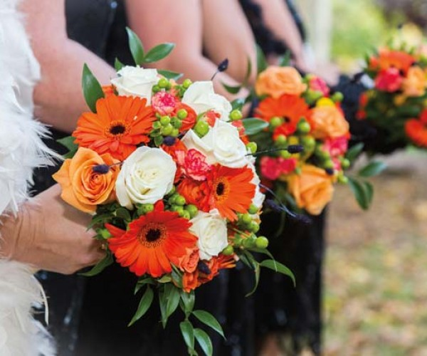 The bouquets, designed by Heather Meaney, echoed the color scheme.